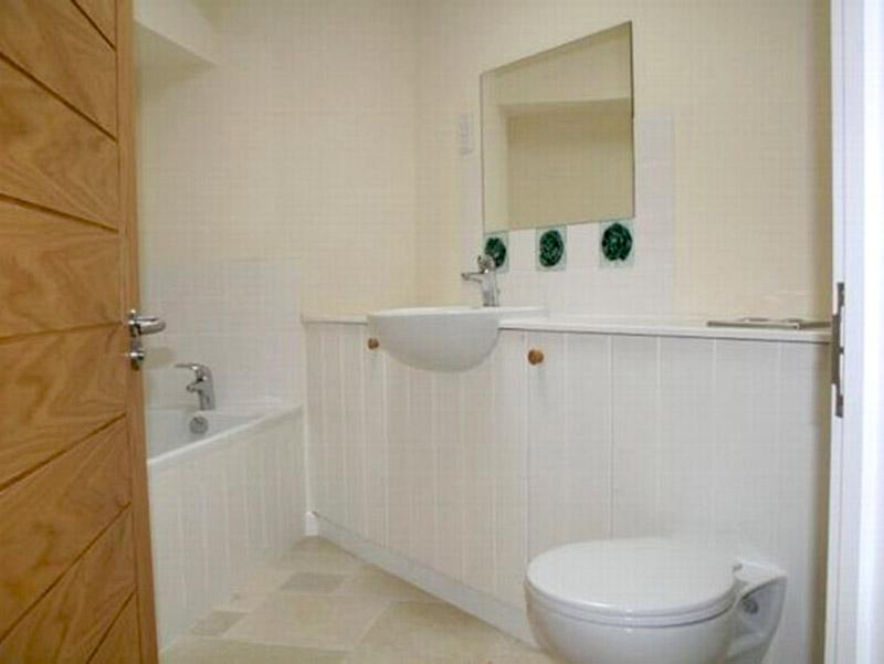 Ysgubor Trehysbys Bathroom