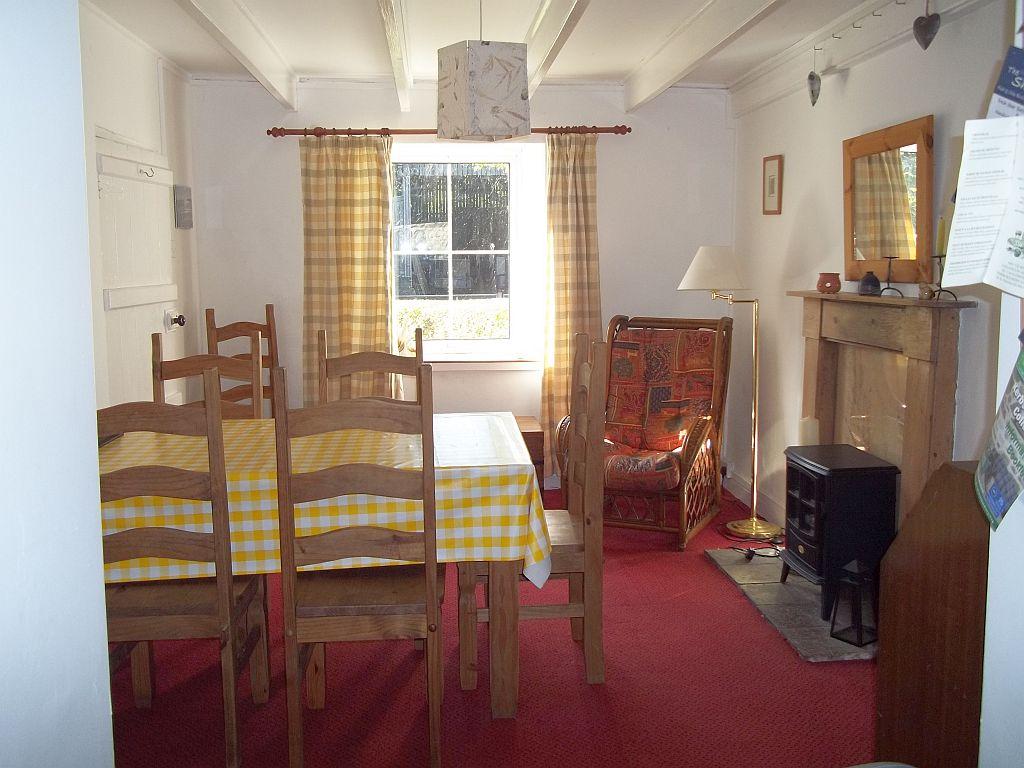 Llanffynnon diningroom