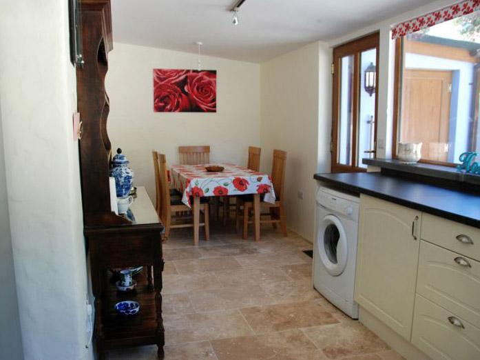 Ty Yn Hapus kitchen